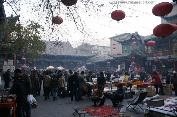 Head down to the Temple Market in Old Lanzhou !