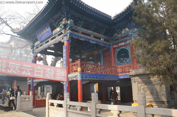 Visit the White Cloud Temple on the South River Bank ... !